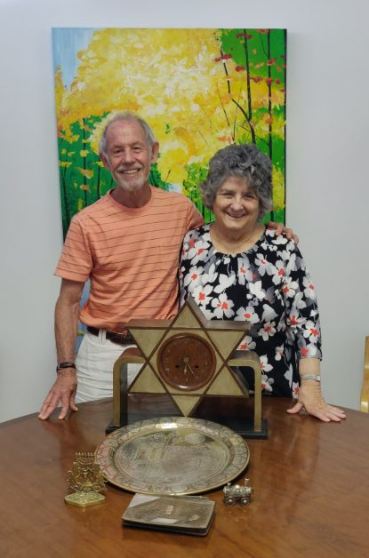 Gwynne Robins thanks Andrew Newall for his generous and thoughtful Judaica donation.